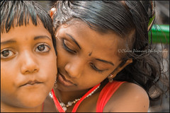 Cuddle.  Mysore (Claire Pismont) Tags: asia asie inde india mysore mysuru pismont clairepismont portrait girl documentory travel travelphotography