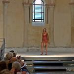 Défilé de mode au Prieuré de Salaise-sur-Sanne, 38150, France. thumbnail