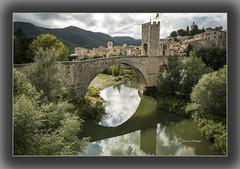 Besalú (Juan J. Marqués) Tags: puente río reflejos besalu