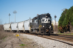 Double Southern (ajketh) Tags: ns norfolk southern freight train railroad local horsehead sc south carolina p77 emd gp382 5218 high hood rc remote controlled sand hoppers fixedapproach searchlight