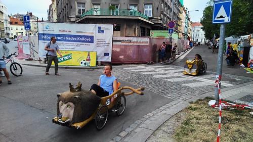 Závody šlapacích vozítek v Hradci Králové