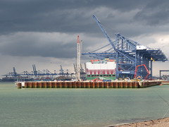 Storm rising (Granpic) Tags: sky suffolk shipping containerport approachingstorm portoffelixstowe csclarcticocean