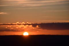 Sunset (vir.blanco) Tags: sunset sun unfocused desenfocado puestadesol nubes clouds rojizo cobrizo red ocaso cielo sky twilight horizonte horizon brillante brillo bright shiny shine paisaje landscape city ciudad luz light pretty