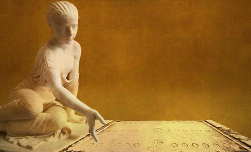 "Petteia - Ludus Latrunculorum  / Iconografía de las civilizaciones helenolatinas • <a style=""font-size:0.8em;"" href=""http://www.flickr.com/photos/30735181@N00/32143086970/"" target=""_blank"">View on Flickr</a>"