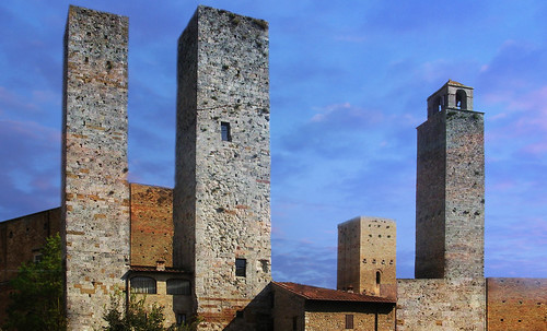 "Torres legendarias / Faros, minaretes, campanarios, rascacielos • <a style=""font-size:0.8em;"" href=""http://www.flickr.com/photos/30735181@N00/32493403936/"" target=""_blank"">View on Flickr</a>"