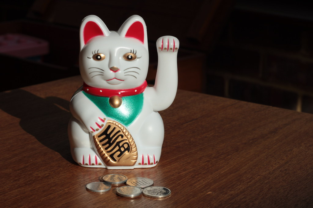 Maneki-neko with coins by Joybot, on Flickr