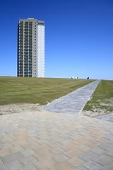 Waschbeton | Bsum (_dankhn) Tags: building green architecture path lawn perspective bluesky northsea nordsee schleswigholstein weg rasen hochhaus bsum northseacoast nordseekste germansea