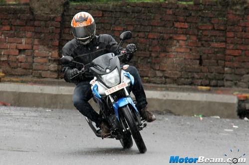 2015-Yamaha-SZ-RR-02