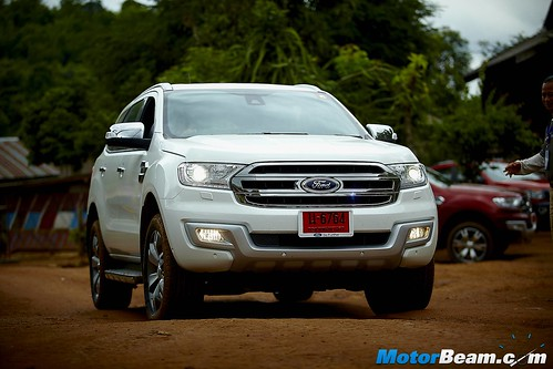 2015-Ford-Endeavour-23