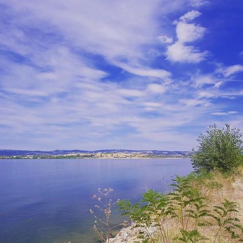 Clouds over Danube #serbia #romania #danube #balkan #balkans #kladovo #visitbalkans #ig_balkan #travel #travelling #travelgram #igtravel #clouds #cloudporn #river #landscape #fujifilm #xt1