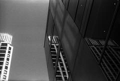 二重底 (double bottom) (Dinasty_Oomae) Tags: aires アイレス aires35 アイレス35 aires35iiia アイレス35iiia 白黒写真 白黒 bw blackwhite blackandwhite monochrome outdoor 東京都 東京 千代田区 内幸町 tokyo chiyodaku uchisaiwaicho 建物 building 影 shadow 反射 reflection
