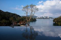 (Roy_Chu) Tags: 水 湖 藍天 白雲 樹木 倒映 倒影 鏡 樹 日月潭