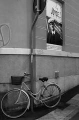 Trieste_078_1718 (Dubliner_900) Tags: olympus omdem5markii micro43 paolochiaromonte mzuikodigital17mm118 trieste friuliveneziagiulia bw biancoenero monochrome bike bicicletta jamesjoyce