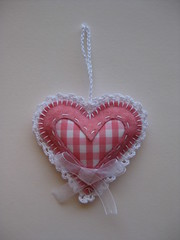 335/365 (ONE by one) Tags: pink heart 2015 christmastreeornaments project365 365days onebyone handmadefortheholidays christmashandmade