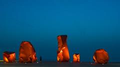 parcours d'art (Blende1.8) Tags: blauestunde bluehour boardwalk esplanade promenade sculpture skulpturen art red rot jogger street sky himmel ostende ostend oostende belgien belgium westflandern westvlaanderen vlaanderen carstenheyer nikon d800 sigma 35mm 14 nordsee northsea