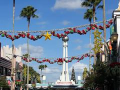 Hollywood Boulevard at Christmas (meeko_) Tags: christmas garland decoration wreath star tree crossroads croassroadsoftheworld hollywoodboulevard disneys hollywood studios disneyshollywoodstudios themepark walt disney world waltdisneyworld florida christmastree disneychristmas