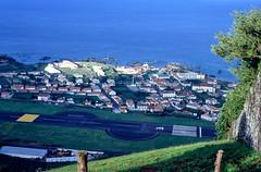 Sanata Cruz das Flores, hoofdstad en vliegveld, Flores, Azoren 1991 (wally nelemans) Tags: flores hoofdstad capital vliegveld luchthaven airport azoren azores 1991 santacruzdasflores