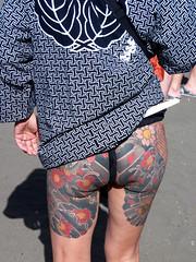 #1003 tattooed lady with fan (Nemo's great uncle) Tags: tattoo 刺青 people enoshima 江ノ島 寒中神輿錬成大会 katasekaigan 片瀬海岸 片瀬東の浜 fujisawa 藤沢市 kanagawaprefecture 神奈川県