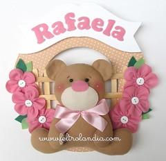 Enfeite de Porta Maternidade Ursinha (Feltrolandia) Tags: de rosa guirlanda jardim porta bebê feltro decoração ursa nascimento maternidade bege enfeite ursinha feltrolândia