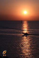 Crossing (H.D. Foto) Tags: sunset sea boat horizon kuwait fintas