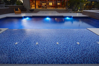 Swimming pool Perth a 10.5m Venetian pool with Sun Bed feature.