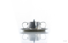 Sugar bowl. (Alex-de-Haas) Tags: product productphotography productfotografie reflection relfectie stilllife stilleven sugarbowl sugarcubes suikerklontjes suikerpotje white whitebackground wit witteachtergrond