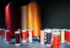 Bobines de fils de soie. (Anne-Christelle) Tags: fil bobines couleurs colors soie hermès couture artisan paris