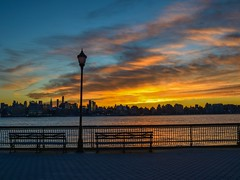 Twilight Ending (Lojones13) Tags: waterfront outside newyork river twilight dawn colors morning skyline sky