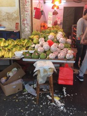 Ya Mau Tei - Outdoor Markets (Cathy_Luo) Tags: yaumautei plastic protection fruit market chaotic people rest shopkeeper worn aged