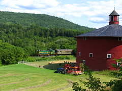 Relics from the past (MEC&BAR) Tags: railroad barn train vermont railway round vrs alco rs1