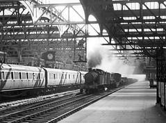 Snow Hill 1948 (robmcrorie) Tags: snow 1948 station train birmingham hill engine rail railway loco steam 1940s 1950s british locomotive 1960s railways railfan craven gwr frieght 5651