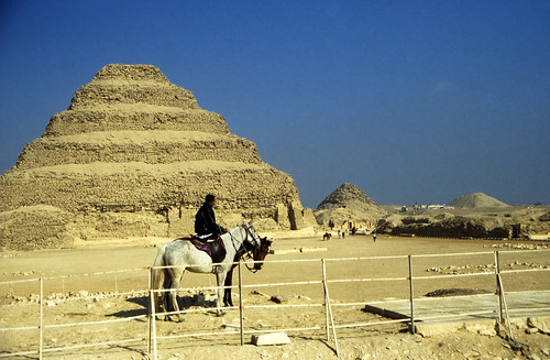"Ägypten 1999 (572) Kairo: Djoser-Pyramide, Sakkara • <a style=""font-size:0.8em;"" href=""http://www.flickr.com/photos/69570948@N04/31107172973/"" target=""_blank"">View on Flickr</a>"