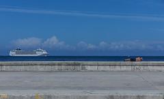 Malecón - havana cuba - 02 (Eva Blue) Tags: sittingontheledge suntan man malecón havana cuba evablue habana