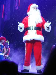 Singing Santa (Puzzler4879) Tags: christmas music santa singingsanta americanmusictheater winterwonderland a580 canona580 powershota580 powershot canonpowershot canonpowershota580 canonphotography canonaseries canonpointandshoot pointandshoot canon shows musicalshows christmasshows