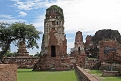 Ayutthaya - Wat Mahathat (zorro1945) Tags: watmahathat ayutthaya thailand asia asie temple wat buddhisttemple buddhism buddha ruins ruinedtemple history 1374