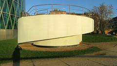 Je m'voyais déjà... (Robert Saucier) Tags: francfort frankfurt building architecture ombre shadow pavement trottoir sidewalk img0764