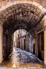 Lost in the city (B.B.H.70) Tags: passageway barcelona españa spain bea