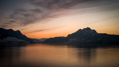 Vierwaldstättersee (Mopple Labalaine) Tags: hertenstein lake lakelucerne luzern pilatus switzerland sunset water mountain evening long exposure