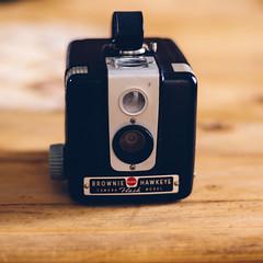Brownie Hawkeye (Ennev) Tags: 50mm tlr kodak k3 k3ii 620 smcpentaxfa50mmf14 cameraporn camera february pentaxk3ii porn 620film 2017 montréal québec canada ca browniehawkeye bakelite
