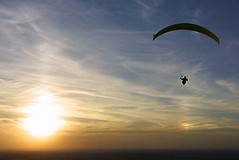 Paraglider, Steptoe Butte, Washington (LivingWilderness.com) Tags: sunset sun washington butte paragliding soaring paraglider eastern sundog soar paraglide palouse steptoe steptoebutte bjl2 saywalic