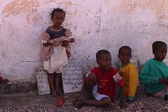 Kids attending the Islamic school in the streets of Tadjourah, Djibouti (Eric Lafforgue) Tags: voyage africa travel redsea somali tribo afrique hornofafrica afar äthiopien djibouti etiopia dschibuti ethiopie etiopía issas somalie lafforgue エチオピア danakil tfai dankali cornedafrique etiopija جمهورية جيبوتي ethiopië 埃塞俄比亚 ericlafforgue gibuti lafforguemaccom etiopien etiópia mytripsmypics 埃塞俄比亞 etiyopya אתיופיה 吉布提 yibuti cibuti джибути джибуті džibuti džibutsko gibutiジブチ эфиопия 에티오피아 αιθιοπία ジブチ 이디오피아 種族 етиопија 衣索匹亚 衣索匹亞