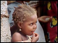 the earring (janchan) Tags: poverty africa portrait kids children village retrato thoughts nigeria ritratto reportage fulani povert pobreza hausa blackribbonicon whitetaraproductions