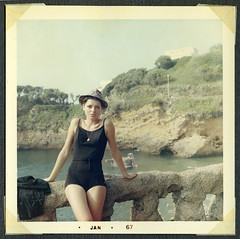 mi madre en 1967 (2) (lolapaipro) Tags: espaa spain mam mother playa mama galicia verano 1967 mam vacaciones lacorua fotoantigua mimadre teretavilabella world100f