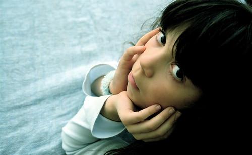 フリー画像| 人物写真| 子供ポートレイト| 外国の子供| 少女/女の子| 頬杖/頬づえ|      フリー素材|