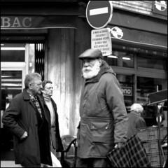 le vieil homme au marché d'aligre (jam-L) Tags: nyc blackandwhite bw paris 50mm la noiretblanc exposition le blanche marché barbe homme sagesse vieil daligre 50mmstreet