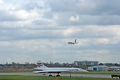 Heathrow Airport (Leo Reynolds) Tags: usa holiday canon eos 350d airport heathrow iso400 aeroplane concorde f11 135mm 0ev hpexif 0002sec leol30random grouplondon titanhitour titanhitour2006 xleol30x xratio3x2x xxx2006xxx