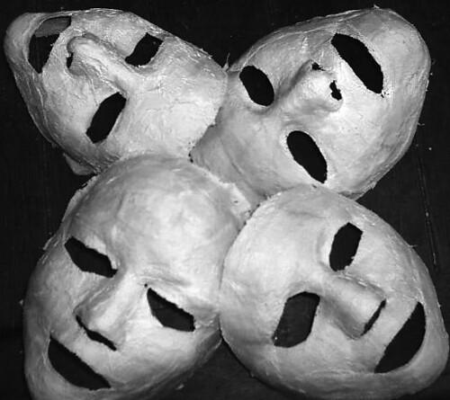 Las máscaras para la persona y alrededor de los ojos