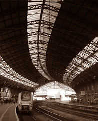 Curves... (Trapac) Tags: roof light england lines bristol geotagged iron track wroughtiron trains virgin railwaystation trainshed virgintrains bristoltemplemeads greatwesternrailway platfromthree francisfox geo:lat=51449547 geo:lon=2580661