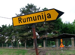 Par-l la Roumanie! (Marlandova) Tags: street sign yellow funny europe streetsign serbia right route direction romania roadsign arrow balkans rue pancarte panneau yugoslavia roumanie serbiaandmontenegro vojvodina srbija srbijaicrnagora flche indication droite serbie jugoslavija rumunija exyugoslavia yougoslavie vojvodine vrsac indiquer exyougoslavia exyougoslavie exjugoslavia