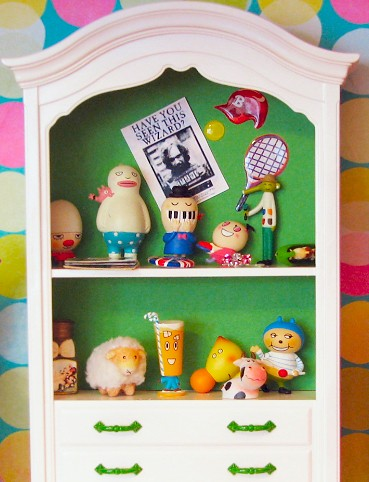 Dollhouse: Kids room: Shelf display